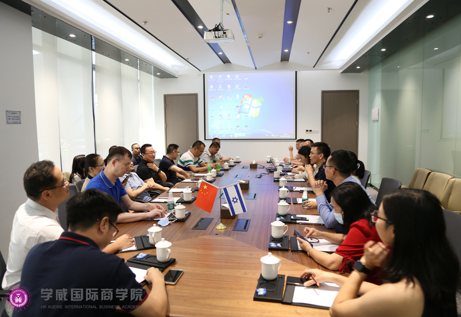 学威国际商学院DBA同学们聚集在会议室