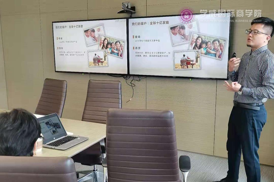 复星蜂巢海外资金部财务副总监黄先生